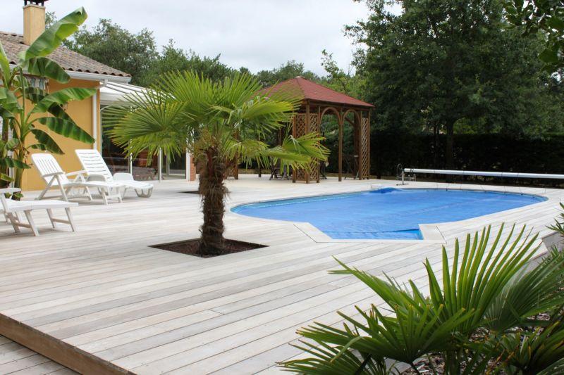 Aménagement autour de la piscine - Piscine pas cher - Les Piscines ...